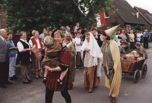 800-Jahre-Umzug-Burgfrauen
