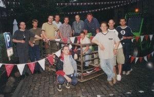 Fähnchen aufhängen 2002