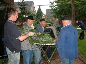 Schuetzenfest-2006-bogenmachen[1]
