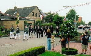 Schuetzenfest-2006--erstefahne[1]