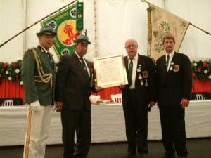 2004-hintemann-ehrung-2[1]