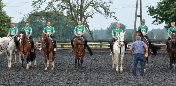 Offiziere – Training im Reitstall Schweckhorst
